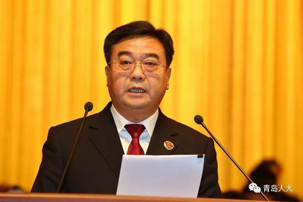 大会以举手表决的方式,通过了青岛市第十六届人民代表大会第二次